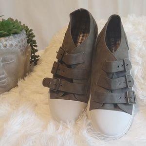 Airwalk Shoes - Flat buckle up Airwalks